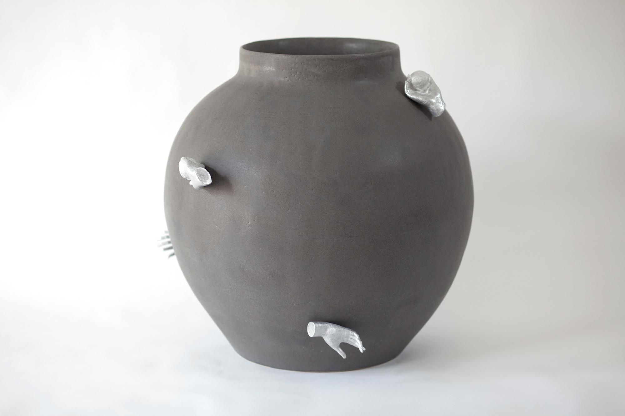 Del Harrow, vase (alum) 01, 2021